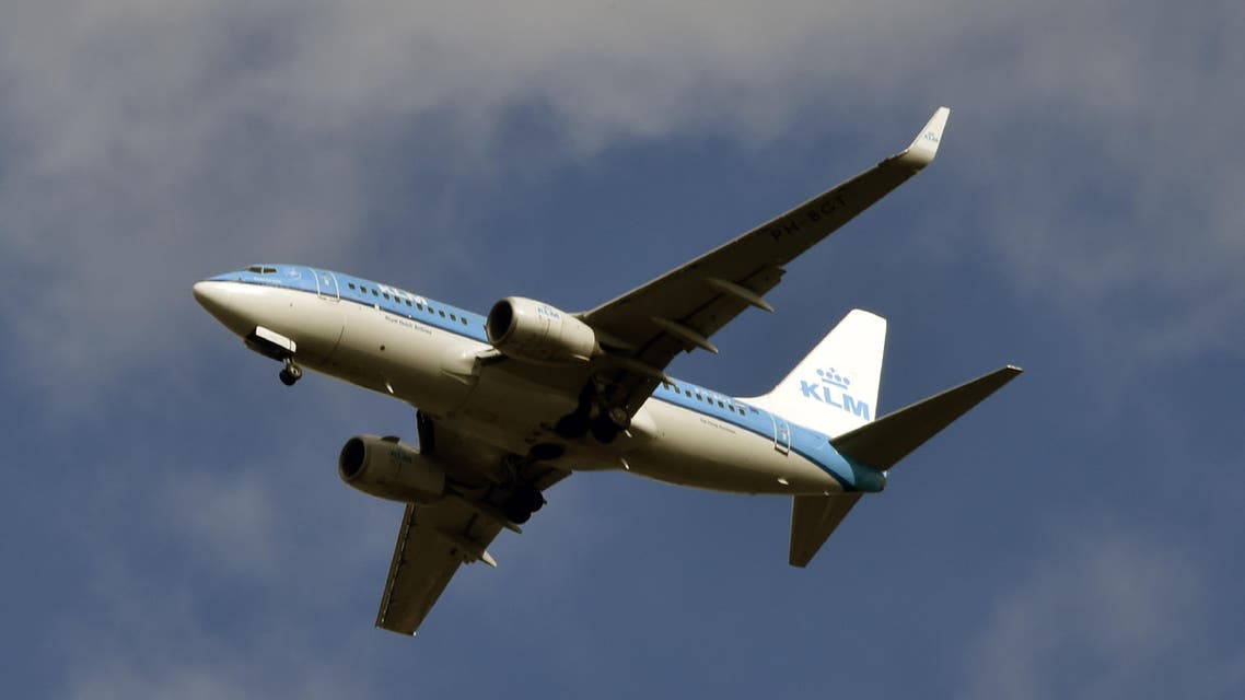 A Boeing 737 of Dutch company KLM flies during its approach to Toulouse-Blagnac airport in Blagnac on March 2, 2017. (AFP)