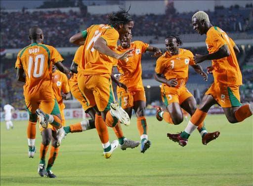 رقصة دروغبا الشهيرة مع منتخب ساحل العاج