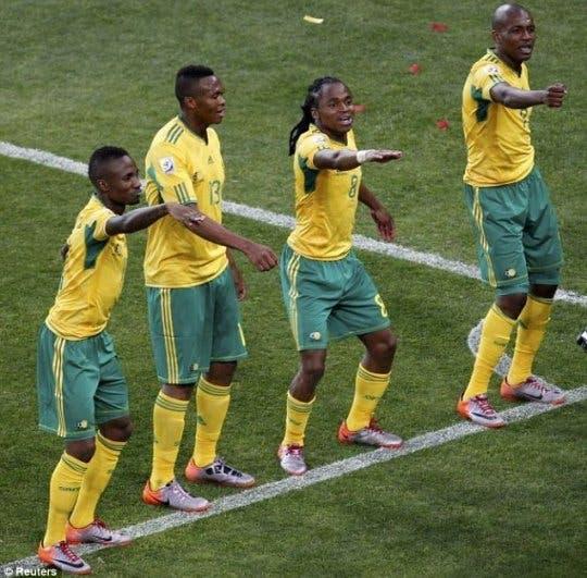 رقصة منتخب جنوب إفريقيا في مونديال 2010