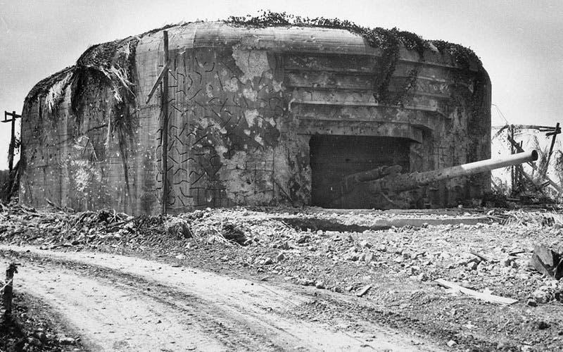 صورة لإحدى الدفاعات الألمانية بشواطئ نورماندي