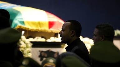 صور.. رئيس وزراء إثيوبيا يبكي بقداس رئيس الأركان الراحل