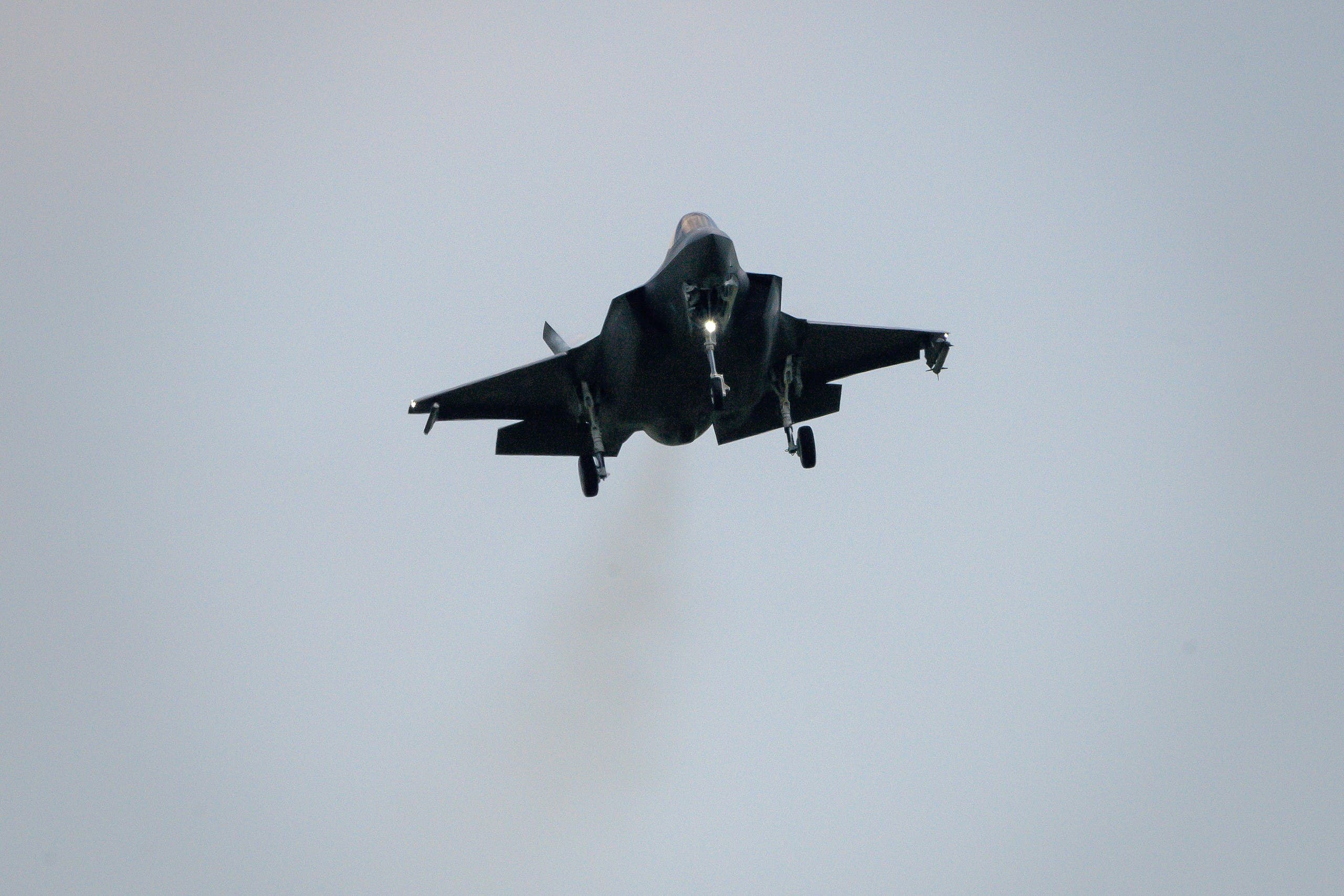 An F-35 Lightning II fighter jet is landing at the Payerne Air Base during flight and ground tests. (File Photo: Reuters)