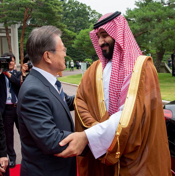 Mohammed bin Salman with South Korea's president. (Twitter)