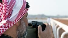 سعودي يواجه المخاطر لتصوير الطيور.. وهذه قصته