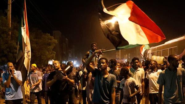المبعوث الأميركي للسودان يدعم المتظاهرين ويدعو للحوار