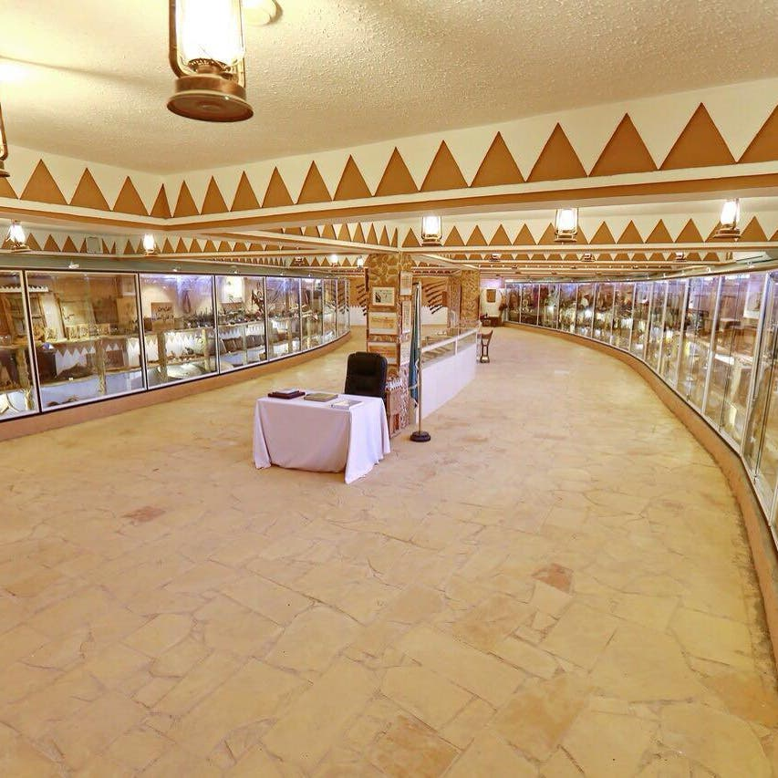 سعودي يحتفظ بـ5000 قطعة تراثية و100 ألف كتاب
