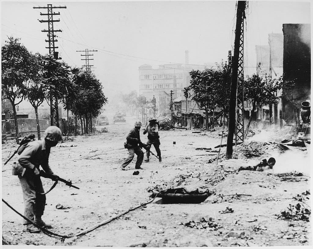 جانب من المعارك بالعاصمة الكورية الجنوبية سيول