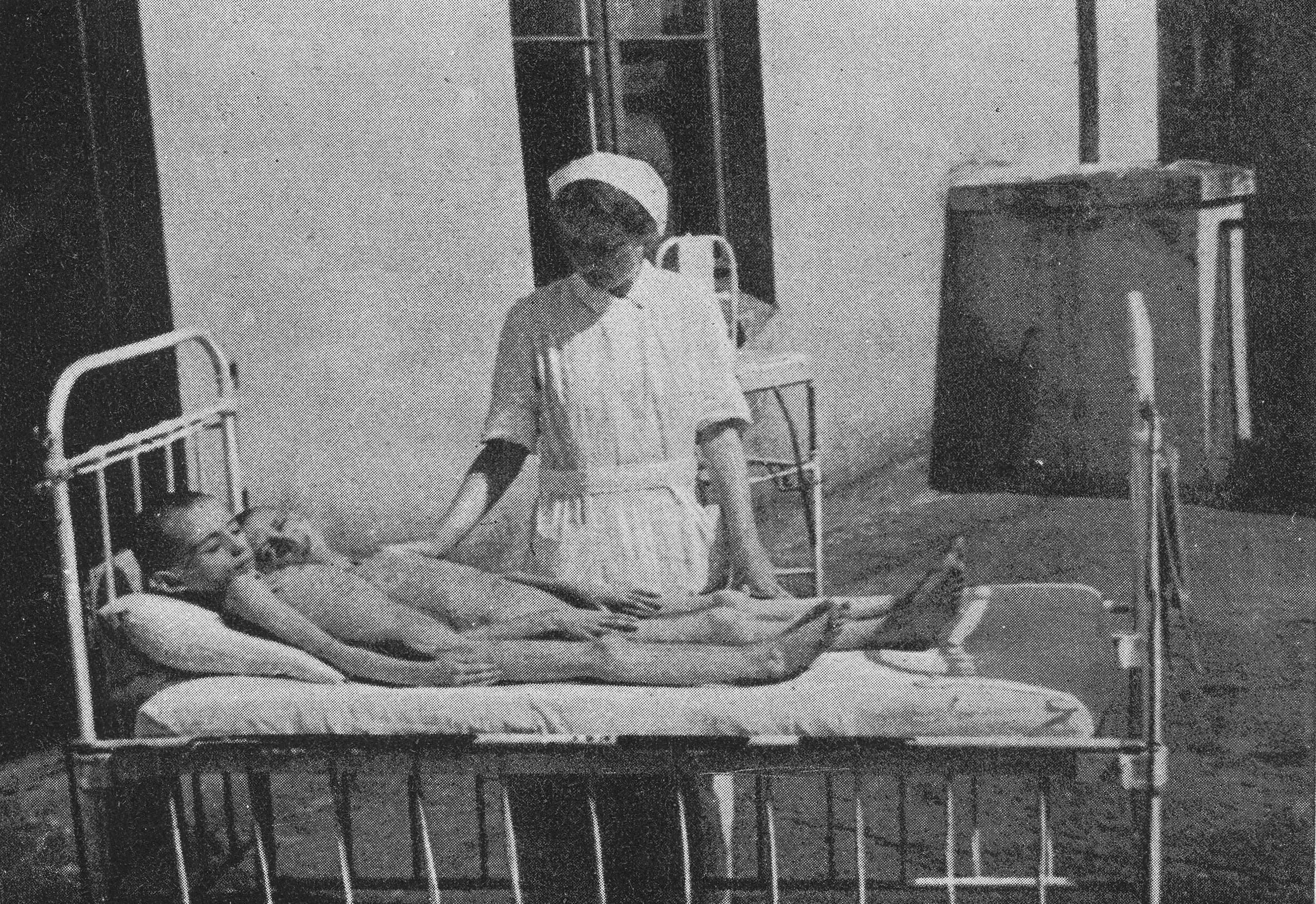 صورة لعدد من الأطفال المصابين بسوء التغذية ببولندا بسبب السياسات النازية
