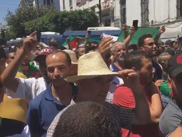 الجزائر.. الاحتجاجات مستمرة على رفاق بوتفليقة