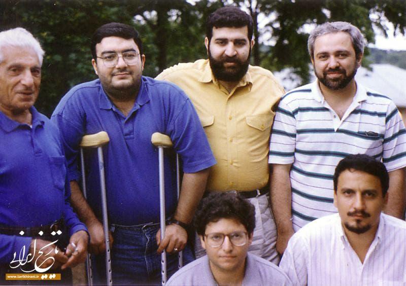 ظريف (يمين الصورة) إلى جانب صادق خرازي سفير ايران الأسبق بالامم المتحدة