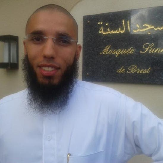 متطرف أطلق 4 رصاصات على إمام مغربي لمسجد بفرنسا وانتحر