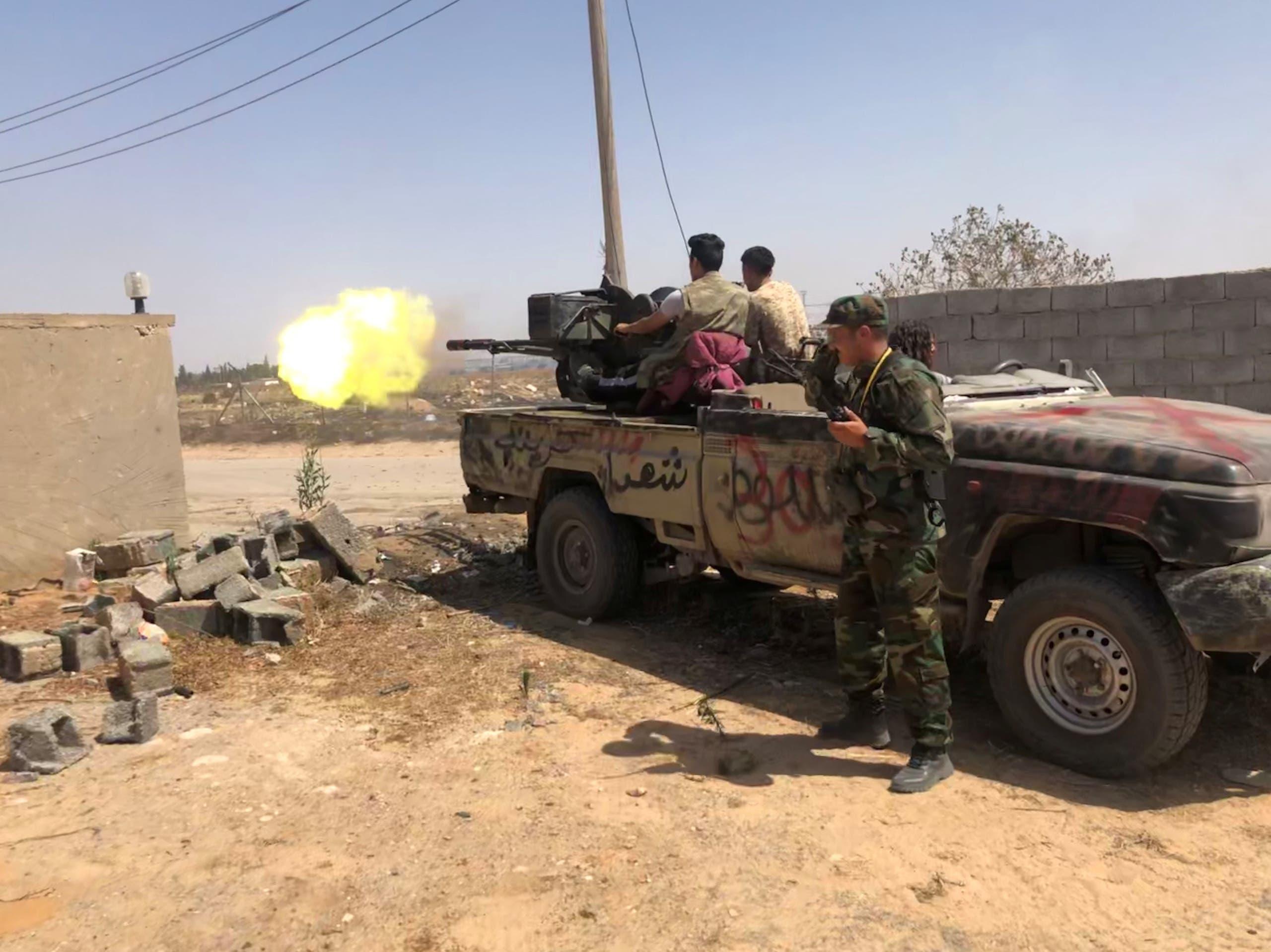 عناصر من قوات الوفاق في طرابلس(رويترز- أرشيفية)