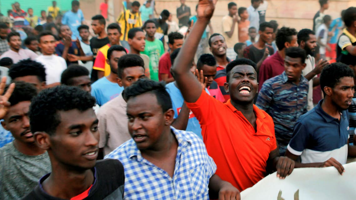من تظاهرات السودان (رويترز)