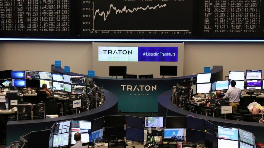 المستثمرون يعزفون عن الأسهم الأوروبية ويقبلون على السندات