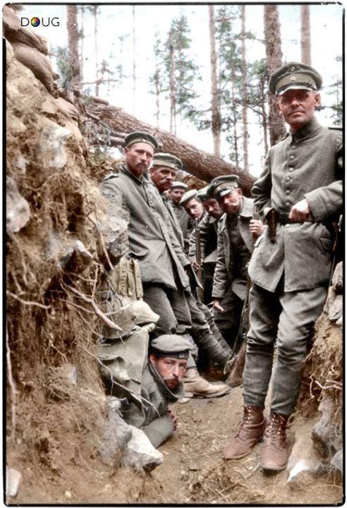 صورة ملونة اعتمادا على التقنيات الحديثة لجنود ألمان بالحرب العالمية الأولى