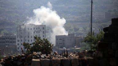 الحوثي يقصف المدنيين بتعز أثناء تسلمهم مواد إغاثية
