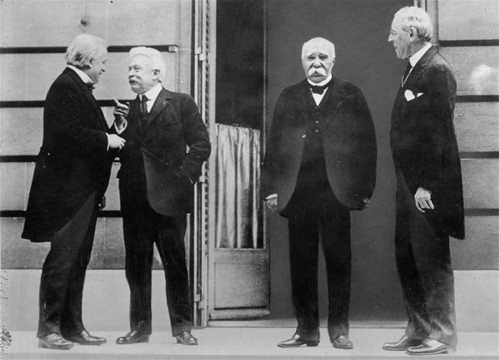 صورة للكبار الأربعة ممثلي كل من فرنسا وبريطانيا والولايات المتحدة الأميركية وإيطاليا خلال مفاوضات السلام سنة 1919