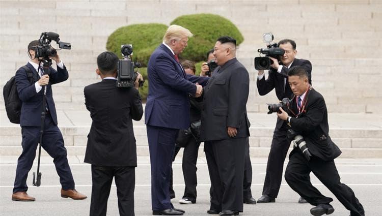 ترمب في لقاء تاريخي مع كيم