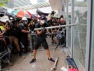 متظاهرون يحاولون اقتحام برلمان هونغ كونغ والشرطة تستعد