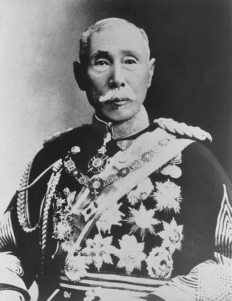 رئيس الوزراء الياباني ياماغاتا أريتومو