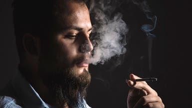 التدخين يضر العينين.. فهل يسبب العمى؟