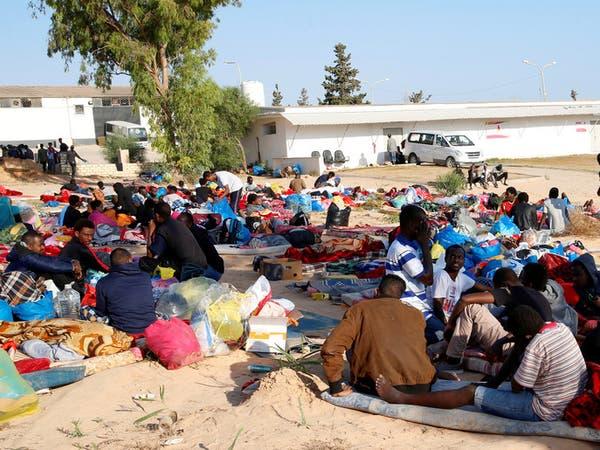 بعد تعرضه لغارتين.. 300 مهاجر لا يزالون بمركز تاجوراء بطرابلس