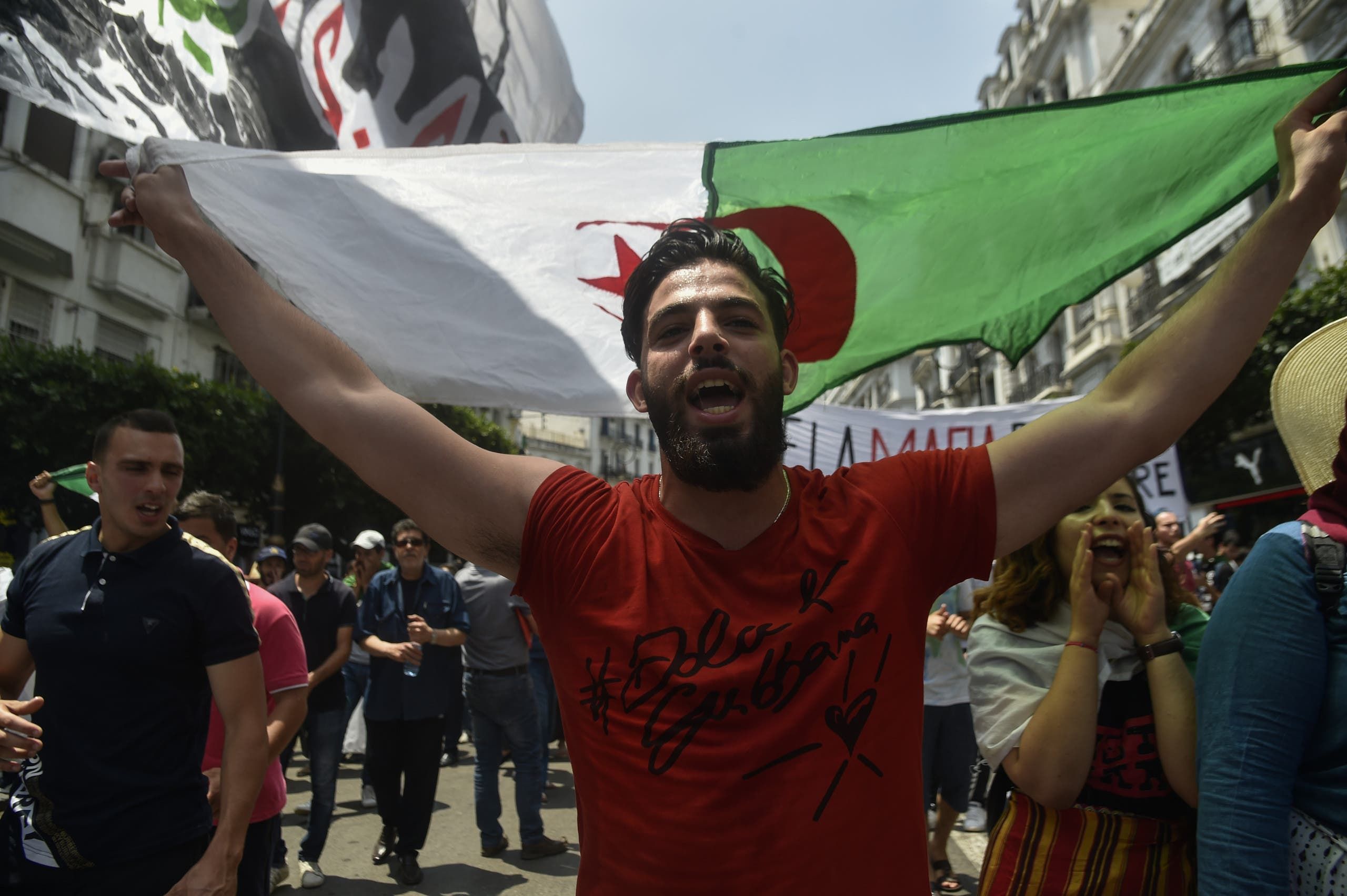 من تظاهرات الجزائر(فرانس برس)