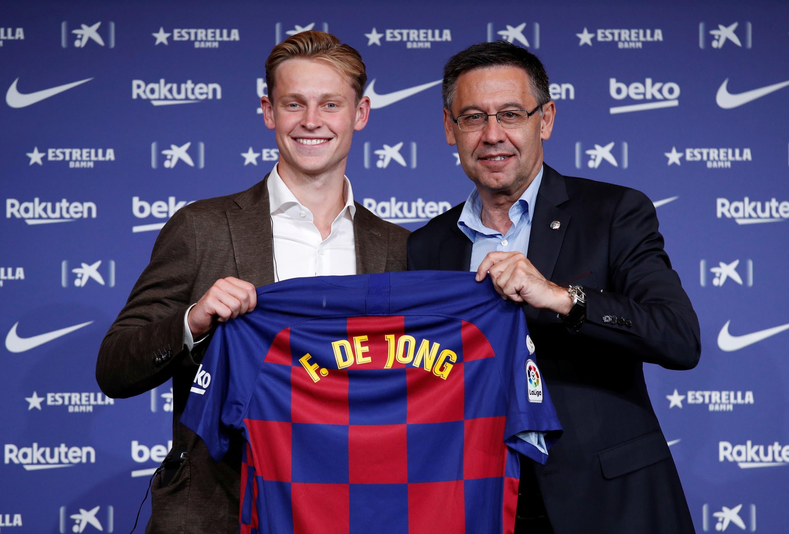 فرانك دي يونغ انتقل إلى برشلونة ورفض أموال القطريين