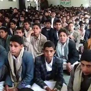 لتعويض خسائره البشرية.. الحوثي يخطط لتجنيد الطلاب إجبارياً