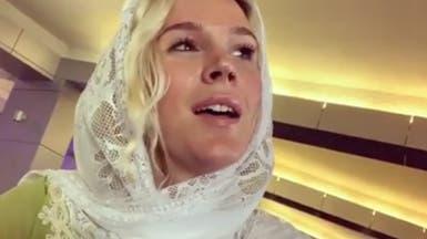 إيران: لم نطرد المغنية جوس ستون.. بل منعناها من الدخول