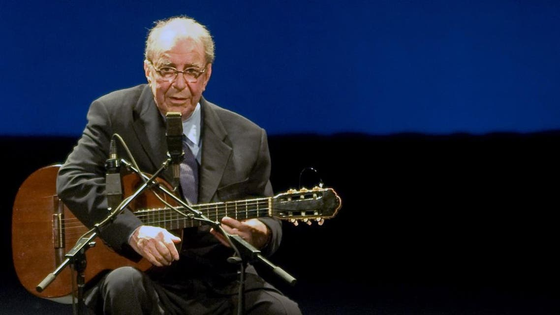 Brazilian musician Joao Gilberto, acknowledges the audience during his presentation late at night on August 24, 2008, at the Teatro Municipal in Rio de Janeiro. (File photo: AFP)