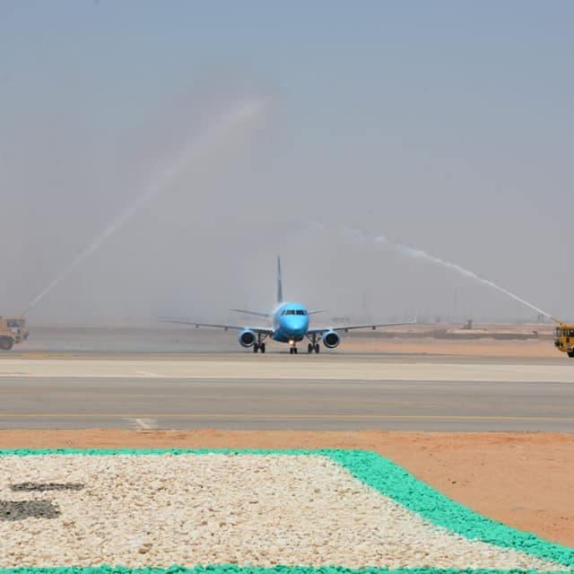 بالصور.. هبوط أول طائرة في مطار العاصمة الجديدة لمصر