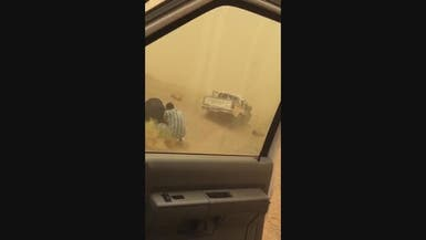 شاهد.. النيران تأكل سيارة بحادث مروع في السعودية