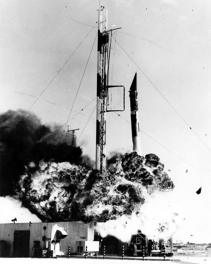 صورة لانفجار الصاروخ فانغارد