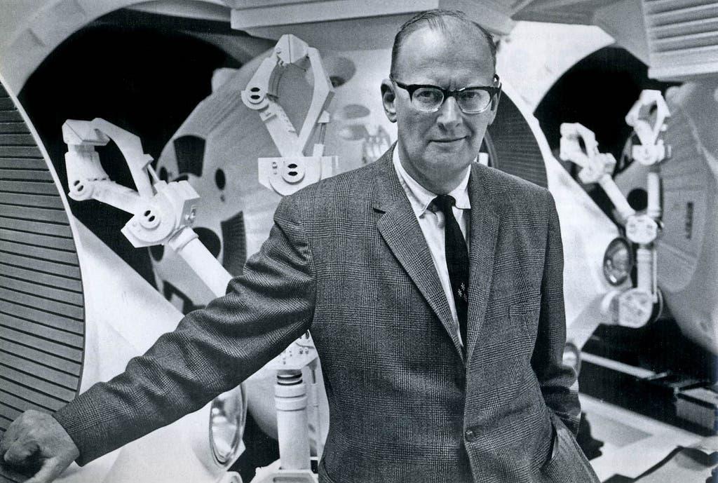 صورة للروائي والمخترع البريطاني آرثر سي كلارك