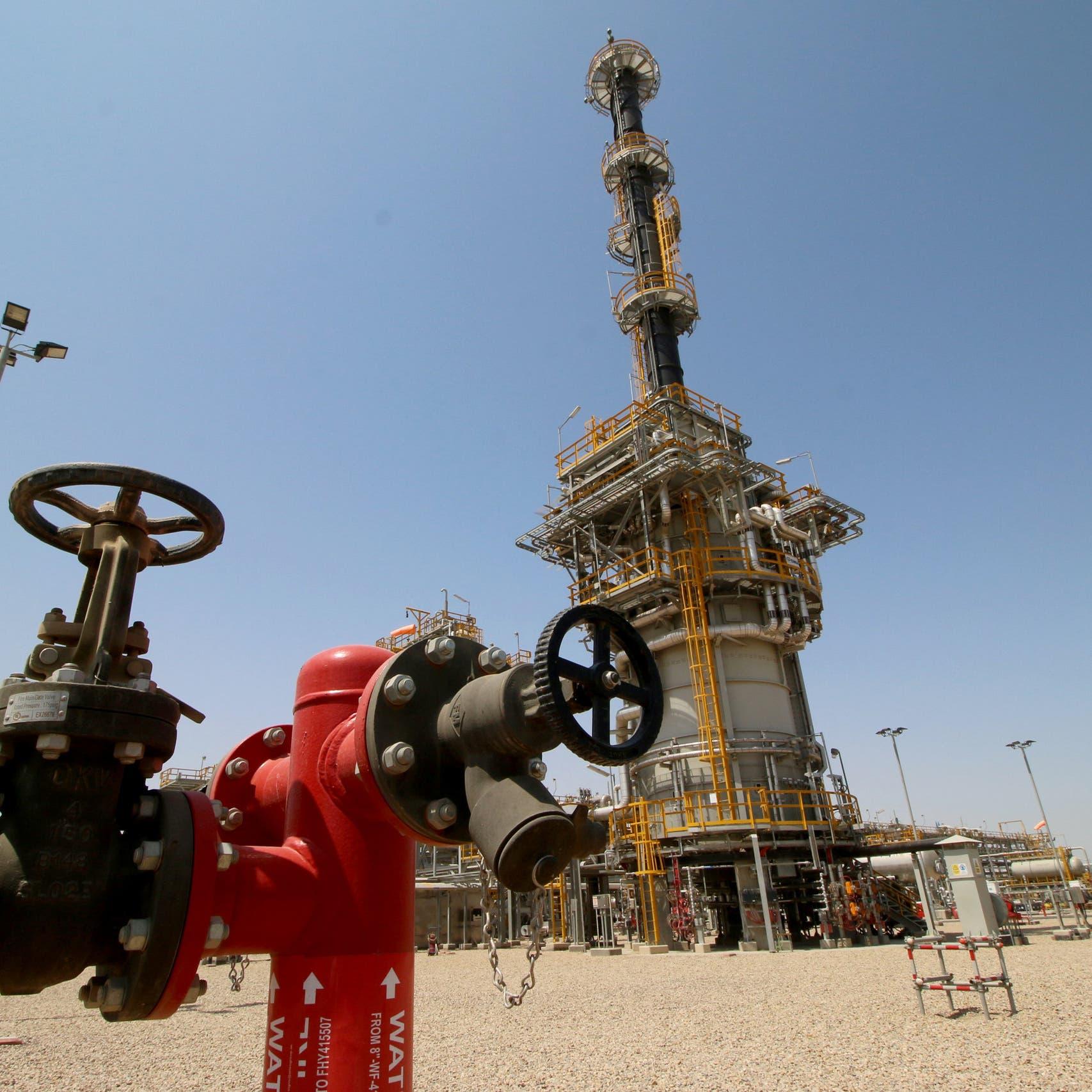 العراق يراجع عقود النفط في الحقول عالية التكاليف