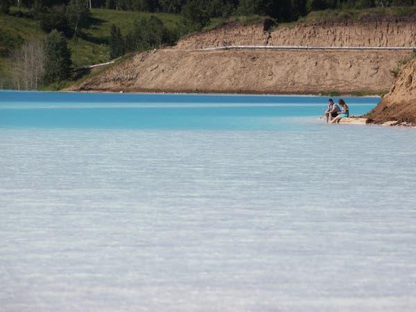 بحيرة سامة تشبه مياه المالديف.. نجمة مواقع التواصل في روسيا