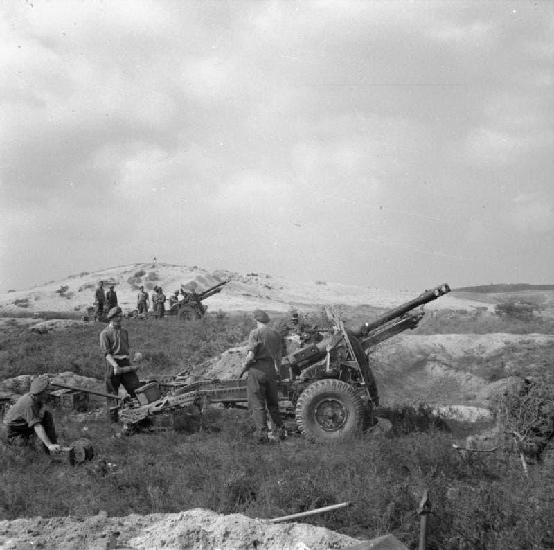 صورة لإحدى فرق المدفعية البريطانية خلال الحرب العالمية الثانية