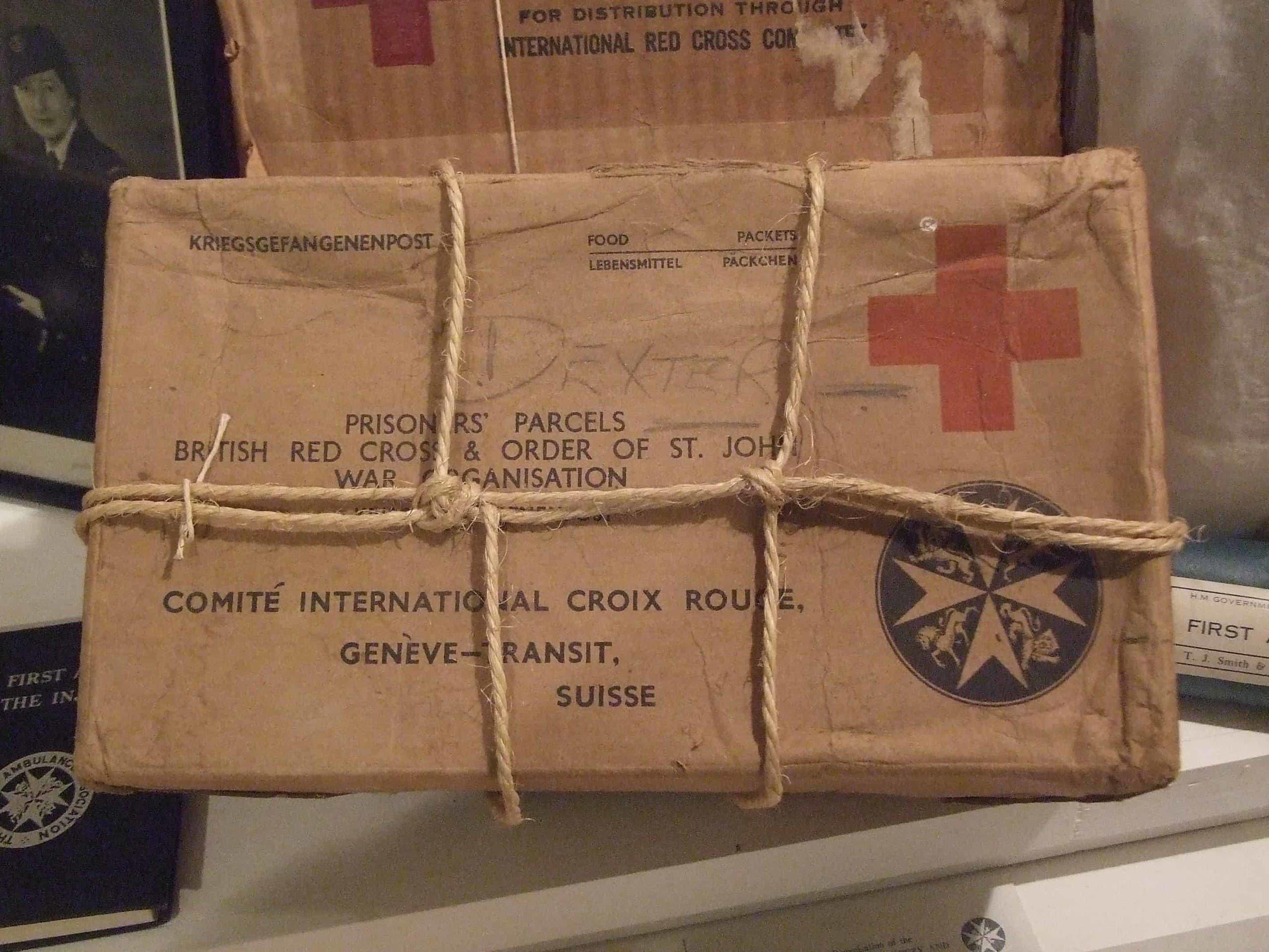 صورة لإحدى العلب التي كانت ترسل للجنود البريطانيين الأسرى لدى الألمان عن طريق الصليب الأحمر البريطاني
