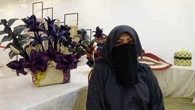 حرفية سعودية تحول سعف النخيل إلى باقات ورد.. هذه قصتها
