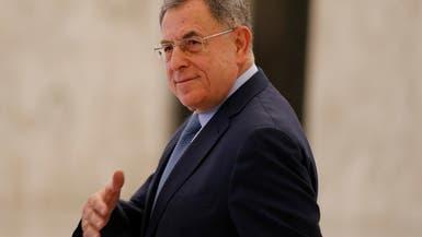 رئيس حكومة لبنان الأسبق في النيابة.. ومحتجون أمام منزله