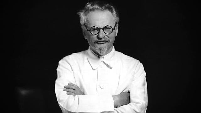 صورة للمسؤول السوفيتي تروتسكي