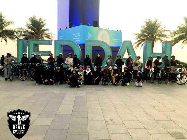 فريق من 400 سيدة يقدن الدراجات الهوائية في جدة