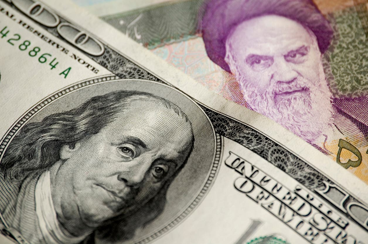 الريال الإيراني والدولار