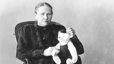 امرأة حرمها المرض من طفولتها فأسعدت أطفال العالم