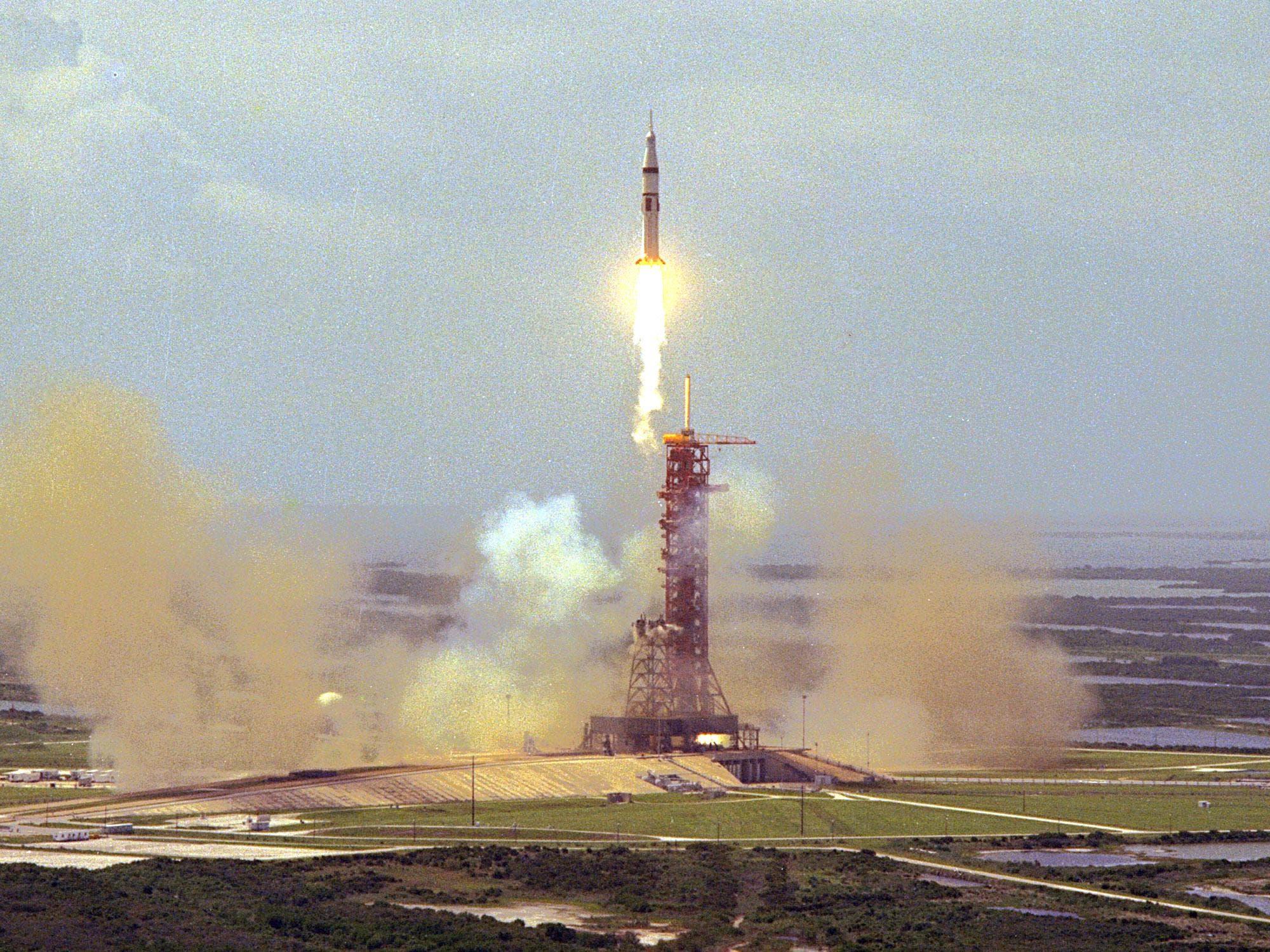 صورة تجسد لحظة إطلاق أبولو في 15 تموز يوليو 1975