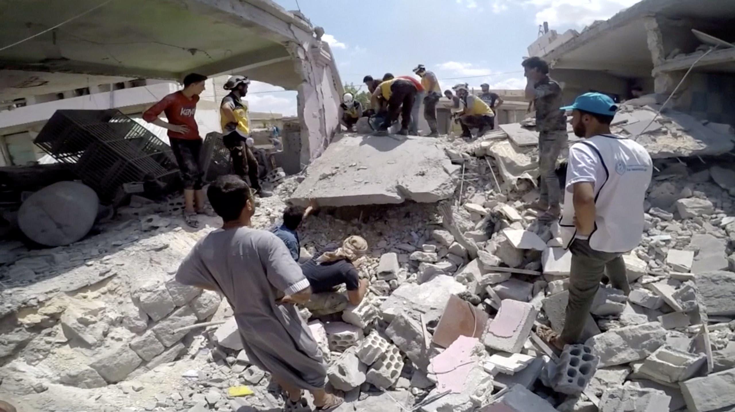 من آثار القصف على إدلب