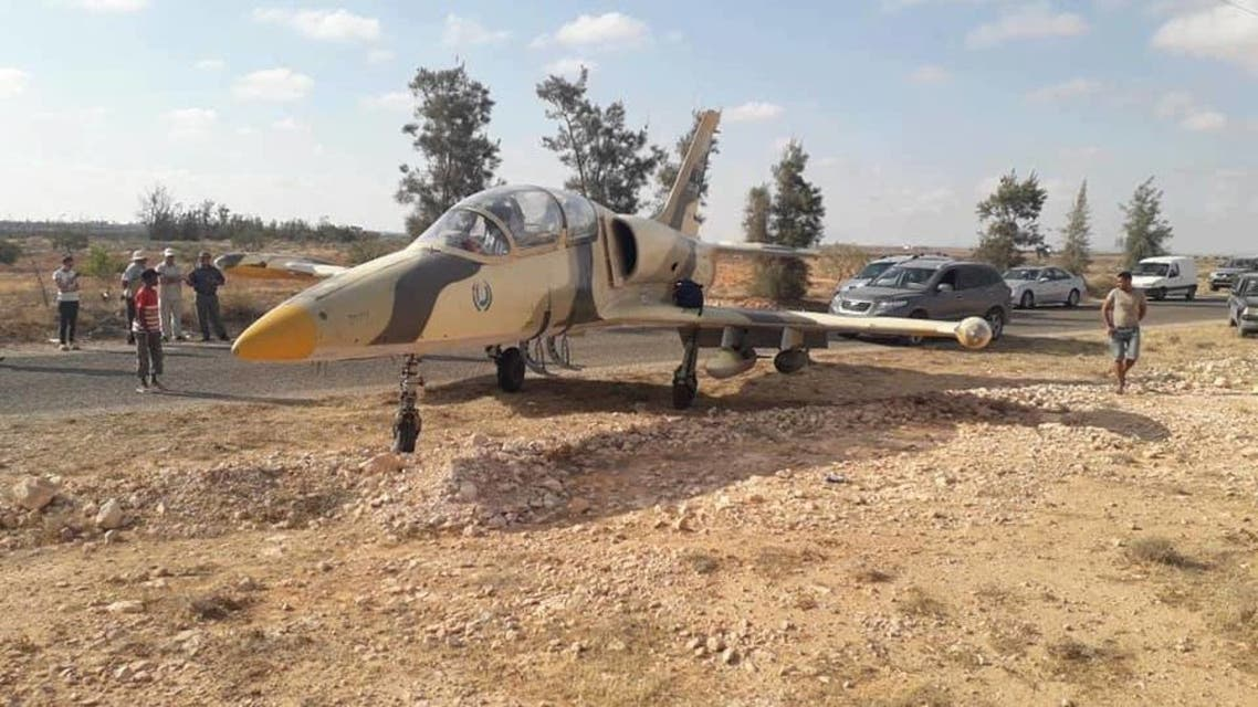 طائرة ليبية على ناصية طريق تونسي 1