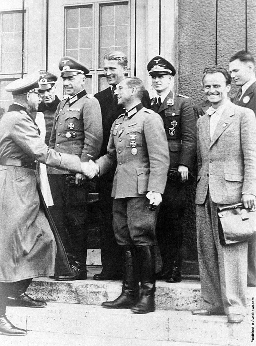 فيرنر فون براون رفقة عدد من قيادات الجيش الألماني