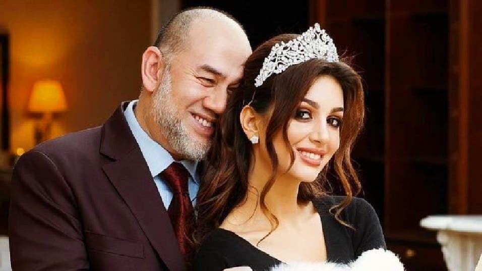 كل شيء كان جميلا ورائعا قبل مايو الماضي، بشهادة هذه الصورة للسلطان السابق وزوجته ملكة الجمال السابقة